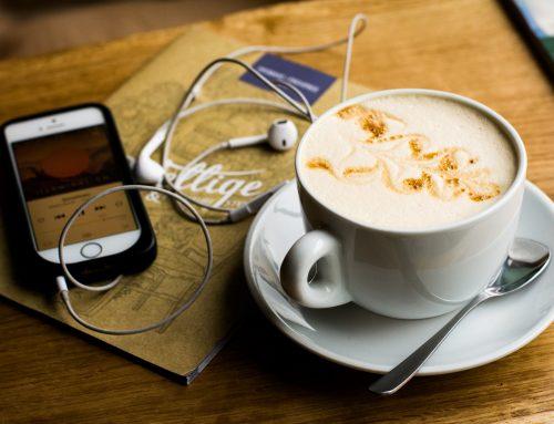 Top podcast-uri pe care să le ascultăm în drum spre birou